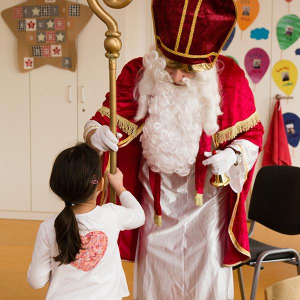 Der Nikolaus im Minihaus München